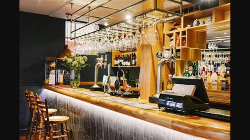 Bar & Waitress - Accomadation Paid For