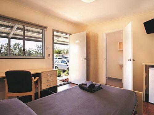 Hospitality All-rounder / Accommodation & Food Provided!