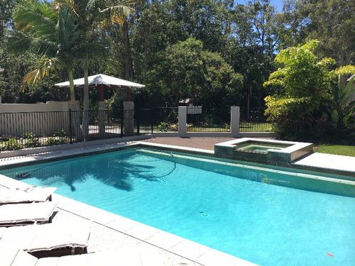Accommodation On A Resort Style Property For Gardening & Cleaning Work