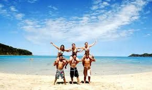 Make Friends, Travel, And Earn Lots Of Money!! Best Job For Backpackers!