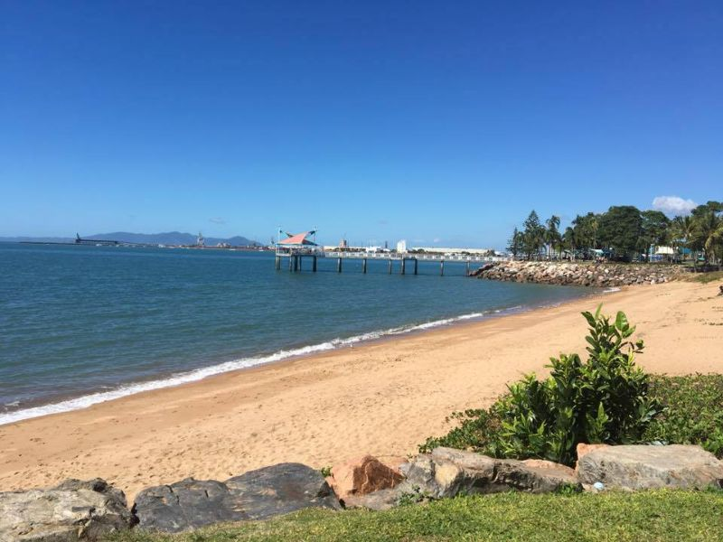 Live In Demi-pair For Sunny Townsville