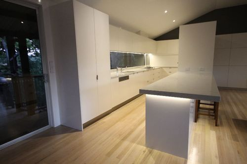 Kitchen Installers Assistant