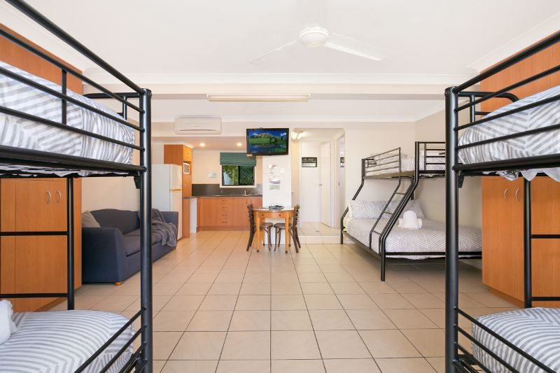 Tropical Motel / Hostel @ The Gateway To The Southern Great Barrier Reef