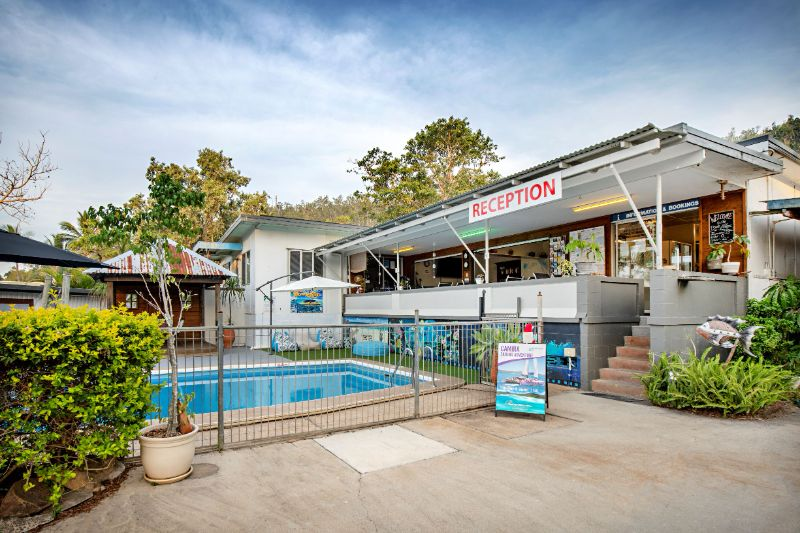 Work For Free Accommodation & Food In Airlie Beach