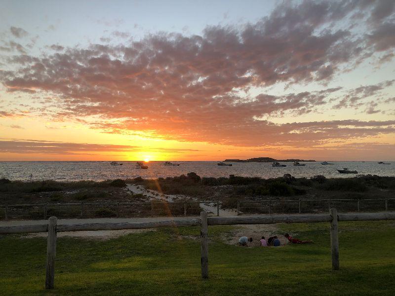 Cooks | Beachfront Pub 1.5hr North Of Perth